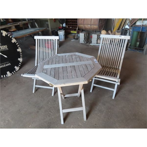Urban Barn Table & Chairs w Folding Chairs