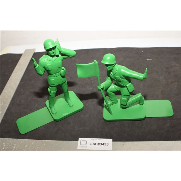 LARGE PLASTIC TOY SOLDIERS ..TOY