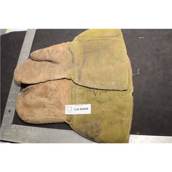 ANTIQUE LEATHER WOK MITTS PORTREEVE SASK
