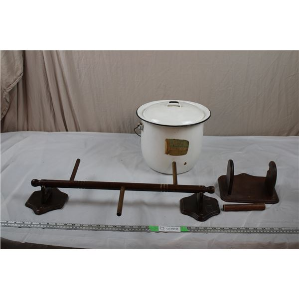 Enamel Pot/lid + Wooden Toilet Paper Holder + Towel Rack