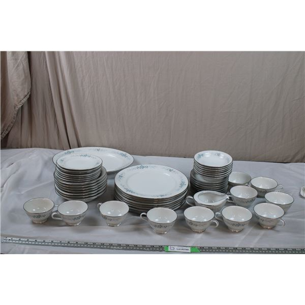 52 piece Plates, Bowls, Cups, Saucers, serving tray - RC Japan ceramic