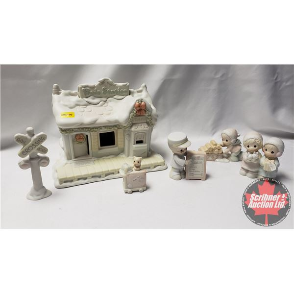 Precious Moments:  Sugar Town Train Station Set Collectable Christmas 1995