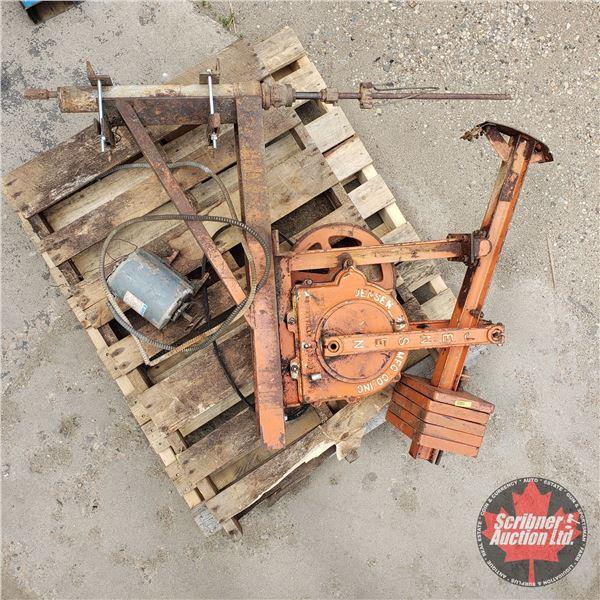 "PUMP JACK : Jensen 13W1L w/Electric Motor (Size Not Including Mounting Base : 24""H x 36""L)"