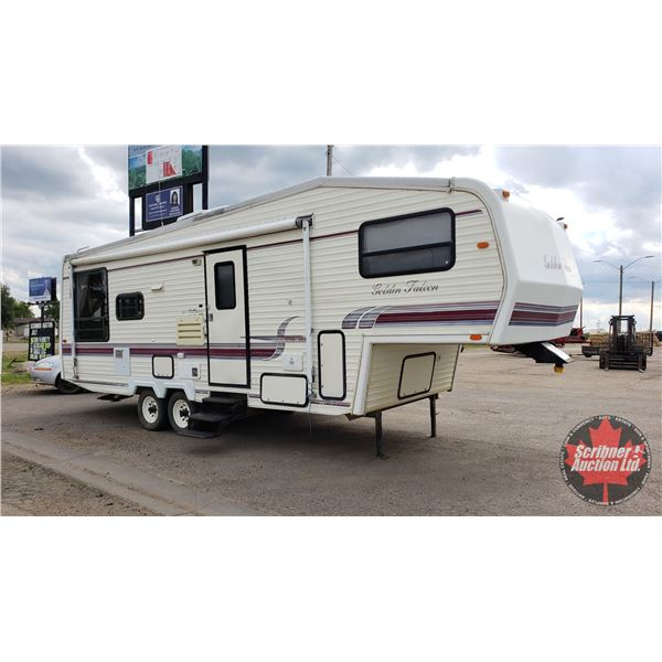 1995 Golden Falcon Model 27RLG Holiday Trailer - Fifth Wheel (One Slide Out) (Possibly needs new wat