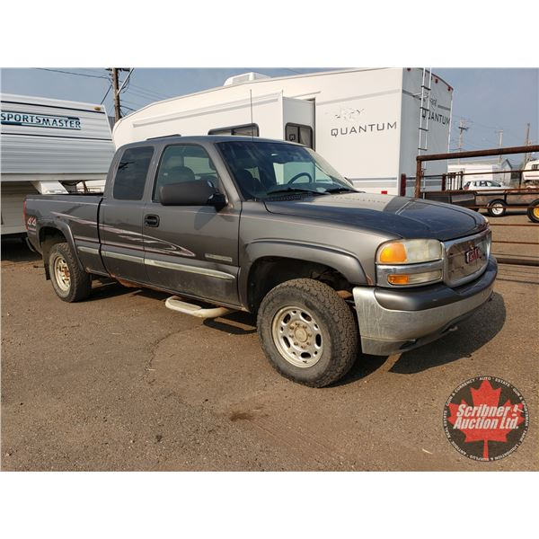1999 GMC Sierra 2500 SLE 4x4  6.0L (ODM Shows 450,693kms) Truck has with Fifth Wheel Hitch .......