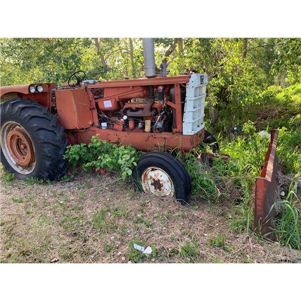 Cockshutt 1650 tractor w/Cancade blade