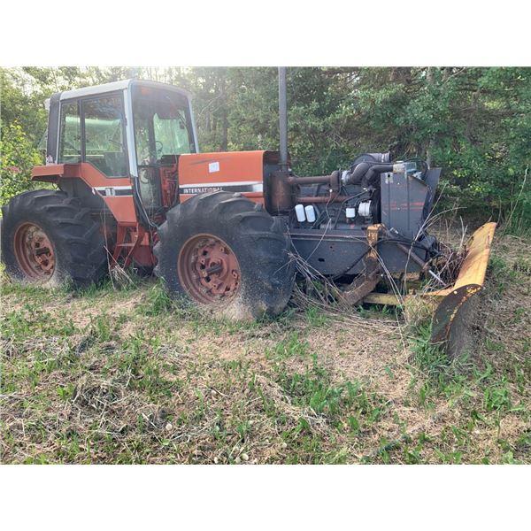 IHC 2+2 Tractor w/Degelman dozer blade