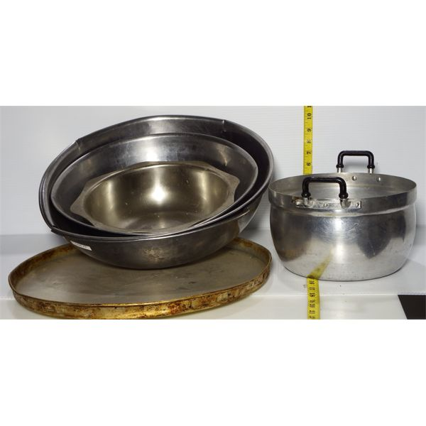 """Lot of Misc Used Mixing Bowls, Pot and 18"""" Pizza Pan"""