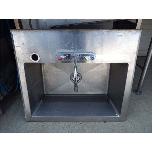 Used 33''x28'' SS Single Compartment Wash Sink with tap