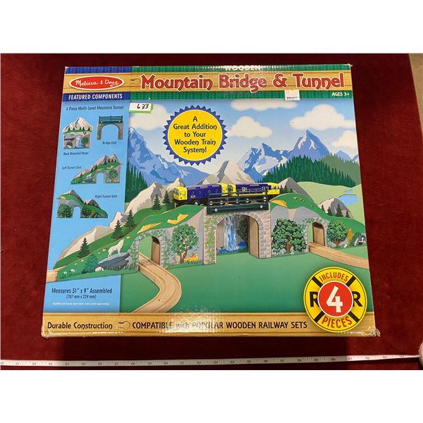 Wooden Mountain Bridge + Tunnel Mellissa + Doug (New)
