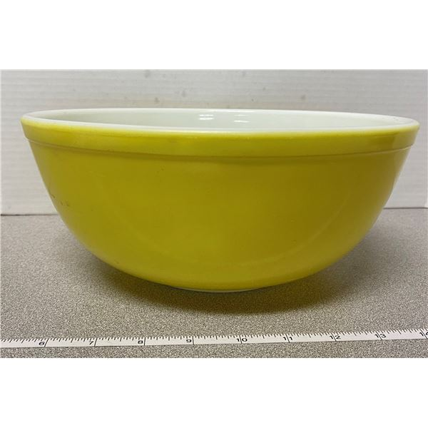 Yellow large Pyrex primary bowl
