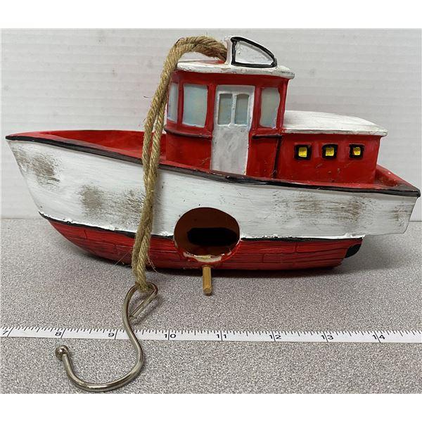 "Plastic tug boat bird house 10"" long"