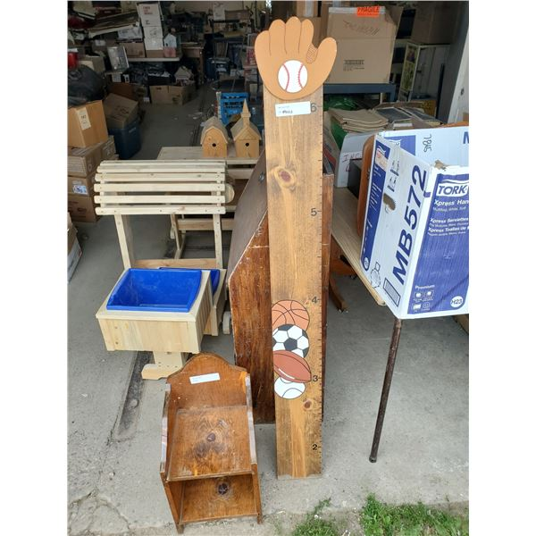 CHILDREN'S READING STOOL AND HEIGHT STAND