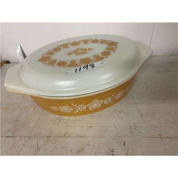 "Pyrex 13"" casserole dish & lid"