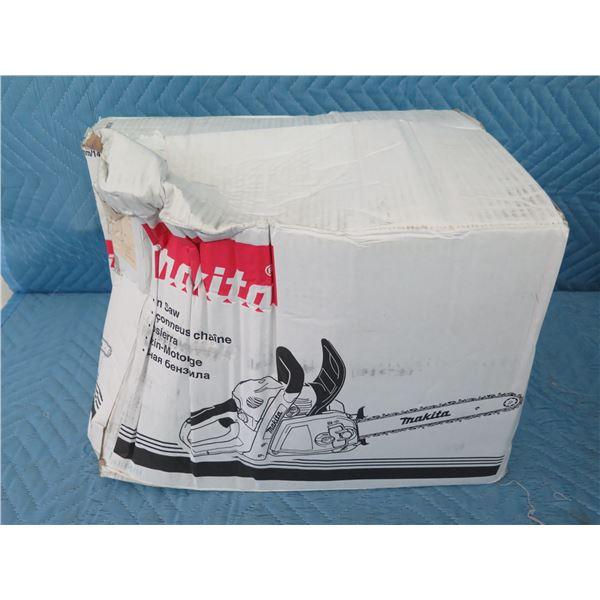 """Makita EA3201S35B Chain Saw 14"""" Gas 32CC New in Box"""