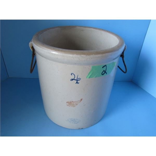 4 gallon Red Wing crock patented December 21st 1915 - minor crack
