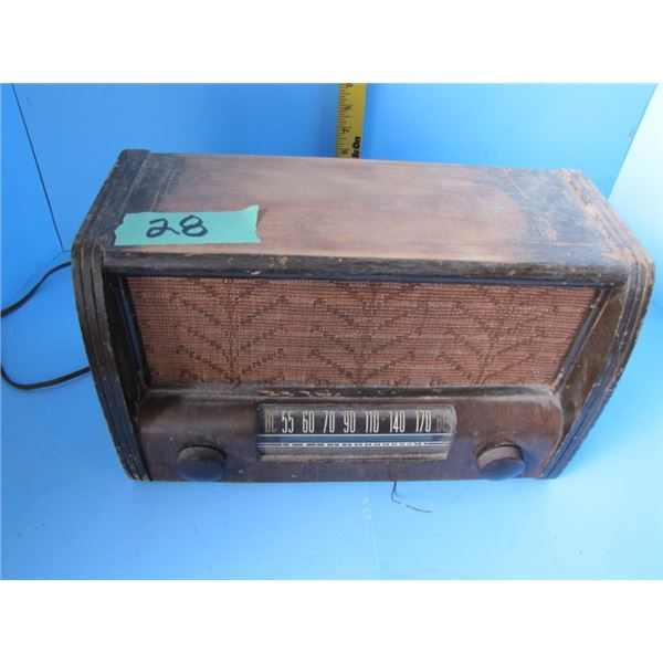 Westinghouse wood cabinet tabletop radio, electric, works but cord needs repair