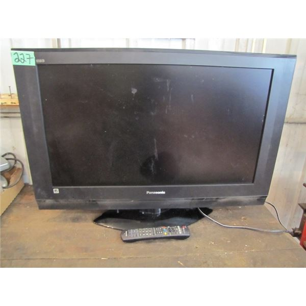 Panasonic 31 inch flat screen TV with remote