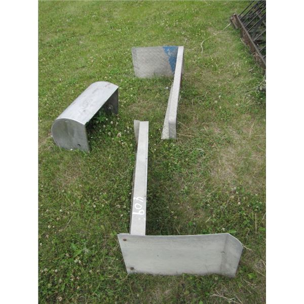 lot with two aluminum side steps and barbecue cover