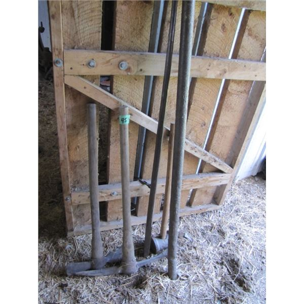 lot with pickaxe sledgehammer it cetera