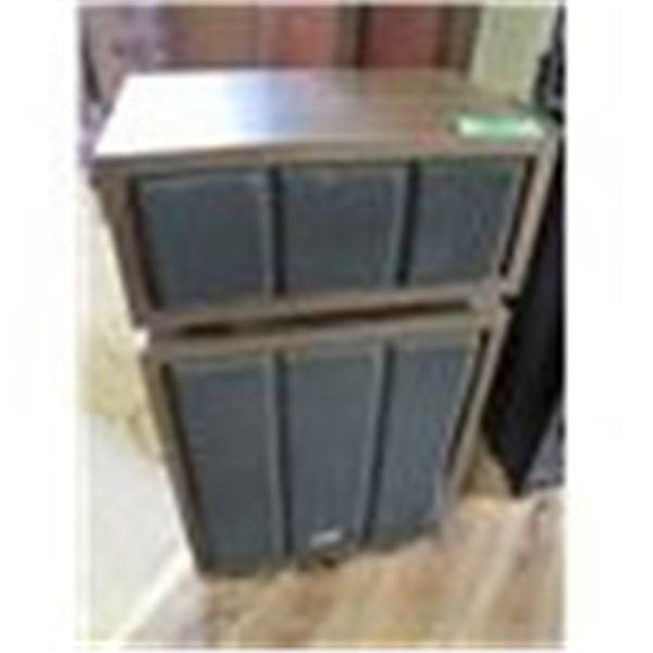set of 2 X-TENDED RANGE MODEL HF 200 speakers