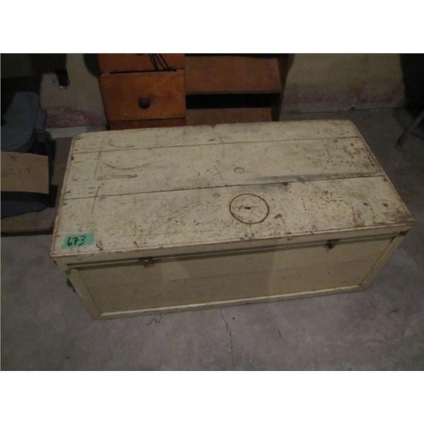 wood storage trunk / box - lid need repair