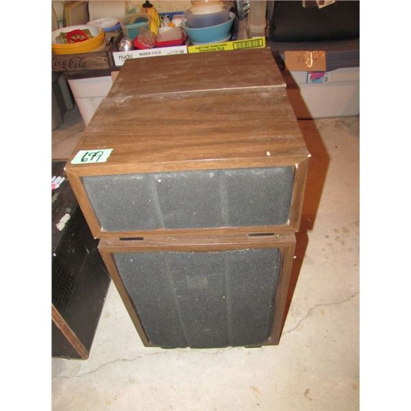 set of 2 speakers