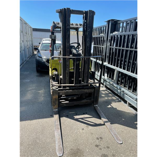 """YALE GLP050RDJUAE086 3 STAGE, 234"""" MAST, 5000LBS CAPACITY SOLID RUBBER TIRE PROPANE FORKLIFT"""