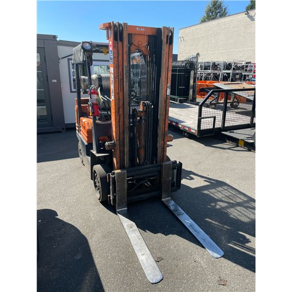 """TOYOTA NO MODEL PLATE 3 STAGE, 237"""" MAST,  3000LBS CAPACITY, SOLID RUBBER TIRE PROPANE FORKLIFT"""