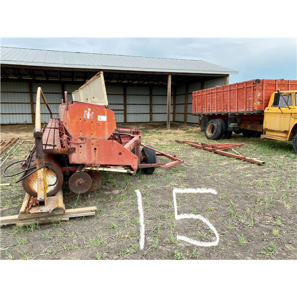 I.H.C. 24' 620 Drills/ (2X12) w/Hitch Steel Packers, Fact. Transport