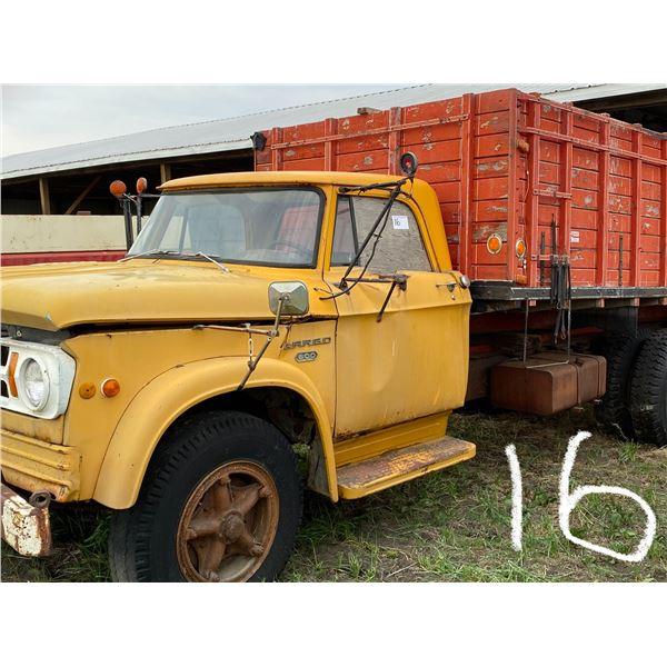 1967 Fargo 600 3 Ton S.Axle w/Fact. 15' Wooden Armand Box, Hoist, Shedded