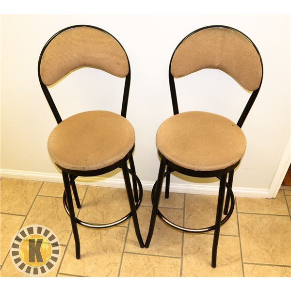 LOT OF 2 BAR HEIGHT STOOLS (BEACHES)