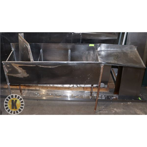 3-COMPARTMENT STANDING SINK WITH RIGHT HAND DRAIN BOARD
