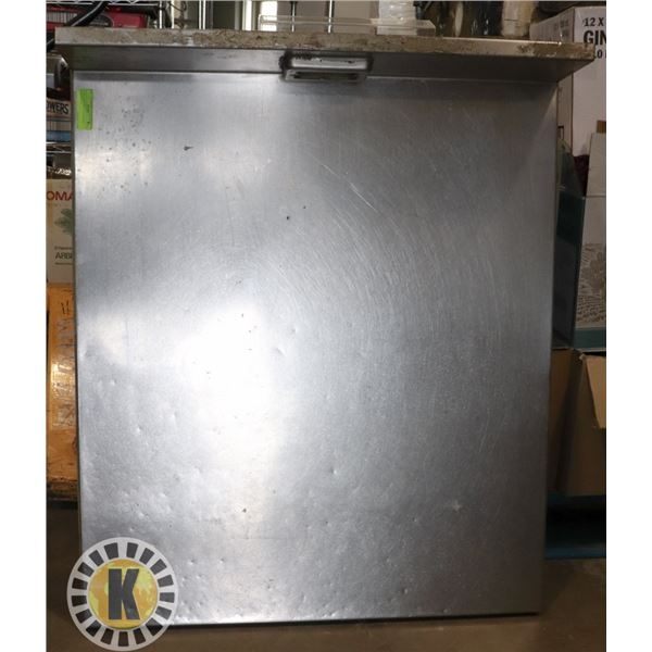 STAINLESS STEEL COUNTERTOP WITH PLUG IN