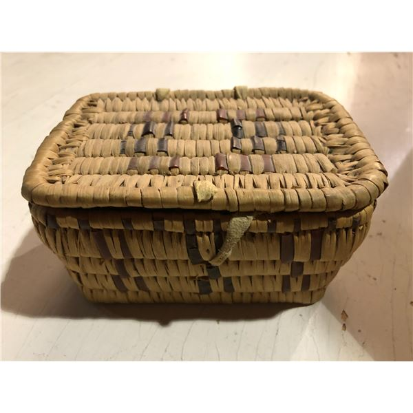 Mid 1900's West Coast First Nations Salish lidded woven berry basket - approx. 5 1/2in across x 4in