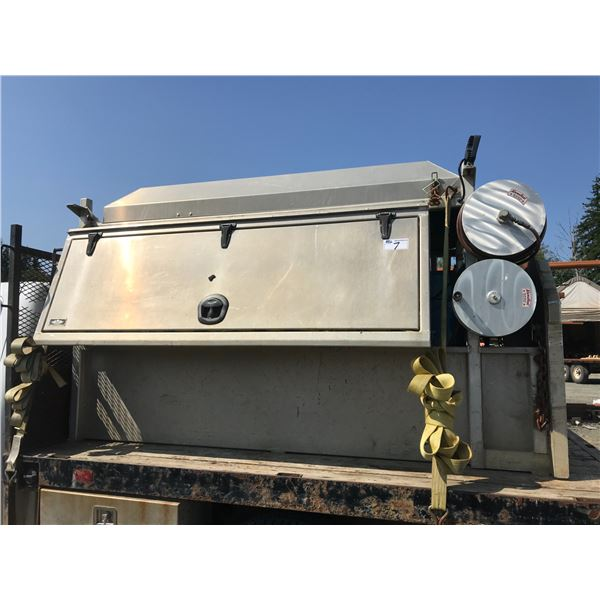TRAILBLAZER 302 WELDER WITH 11,000 W GENERATOR, COMPLETE KIT TO BE TRUCK MOUNTED. HAS SLIDE OUT