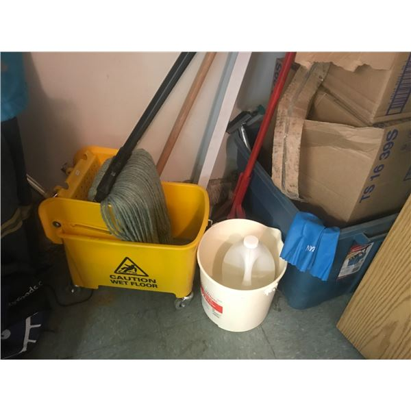 CONTENTS OF CLEANING SUPPLY CLOSET (COMMERCIAL BUCKET & MOP & ASSTD CLEANING SUPPLIES