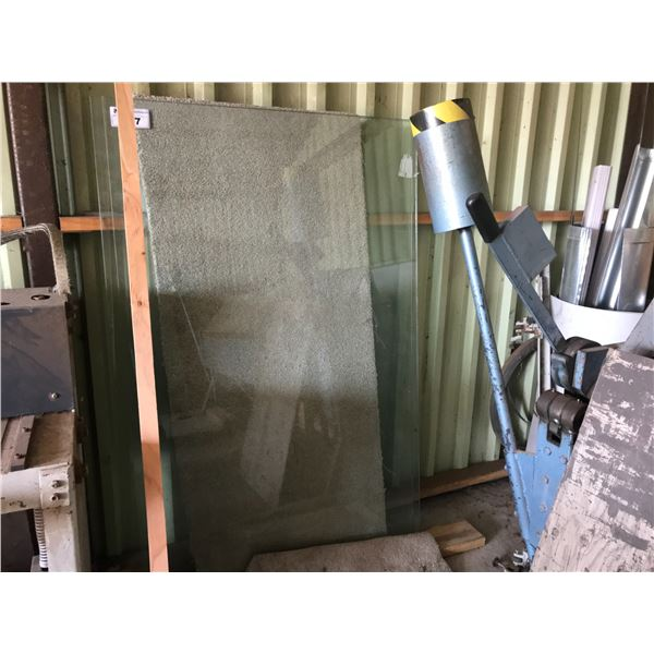 """2 PIECES 40"""" X 61"""" LAMINATED GLASS"""