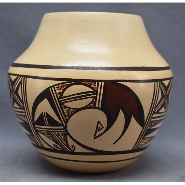 HOPI INDIAN POTTERY JAR (DONNA NAVISE ROBERTSON)