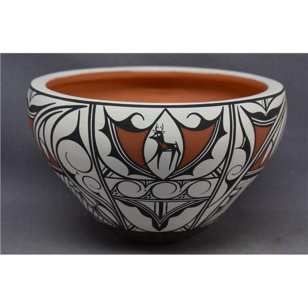 ZUNI INDIAN POTTERY JAR (PRISCILLA PEYNETSA)