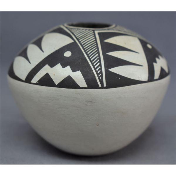 ACOMA INDIAN POTTERY JAR (SARAH GARCIA)