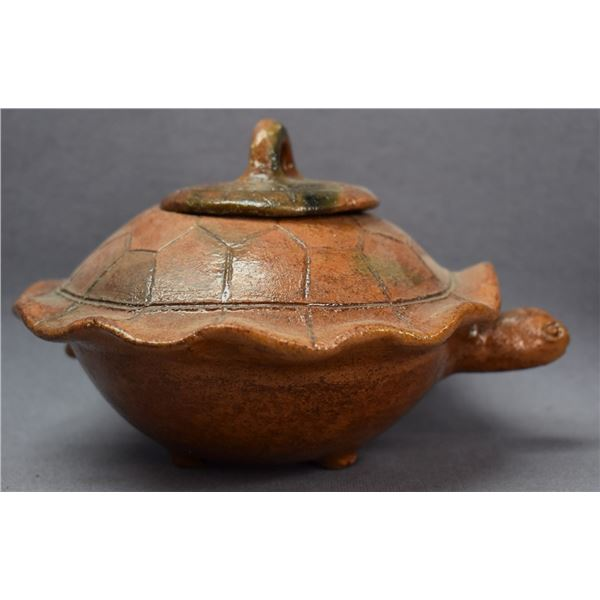 NAVAJO INDIAN POTTERY TURTLE (BETTY MANYGOATS)