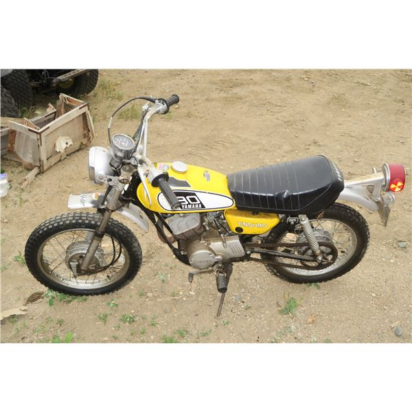 "Yamaha 80 Motor bike 25"" Seat Height #393-254690 (has keys)"