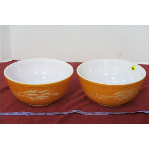 2 Wheatland Vintage Pyrex Mixing Bowls
