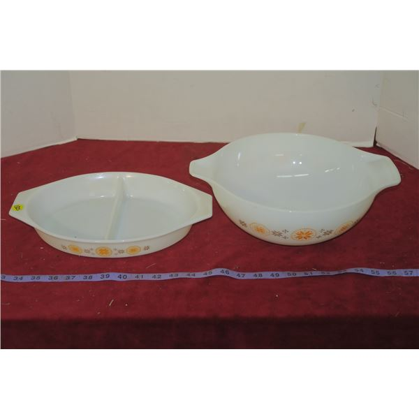 2 Vintage Pyrex Town & Country Bowls