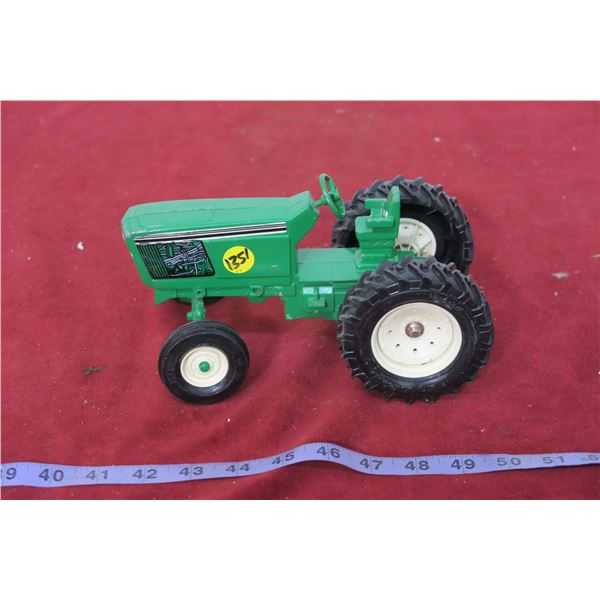 Green Tractor 1:24 Scale Die Cast