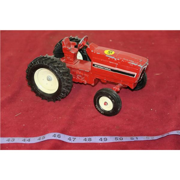 International Tractor 1:24 Scale Die Cast