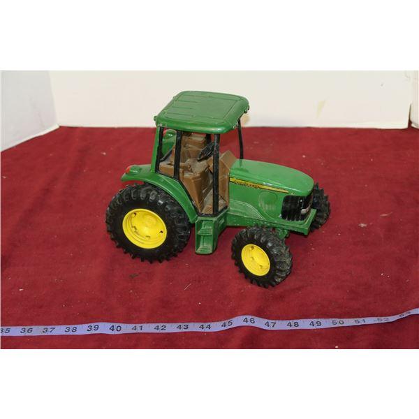 John Deere Plastic/Metal 1:16 Scale Tractor