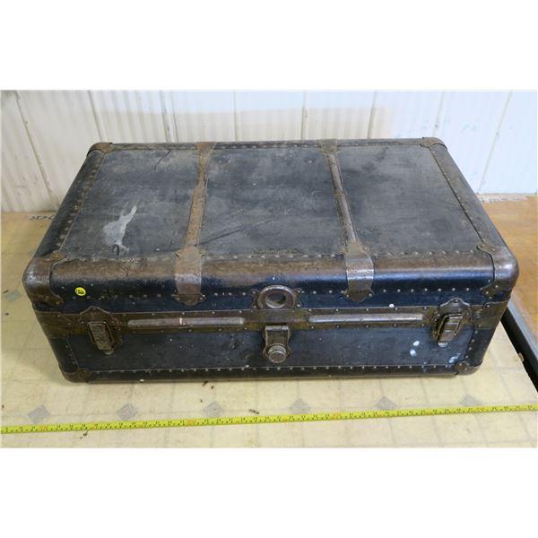 Eatonia Vintage Trunk