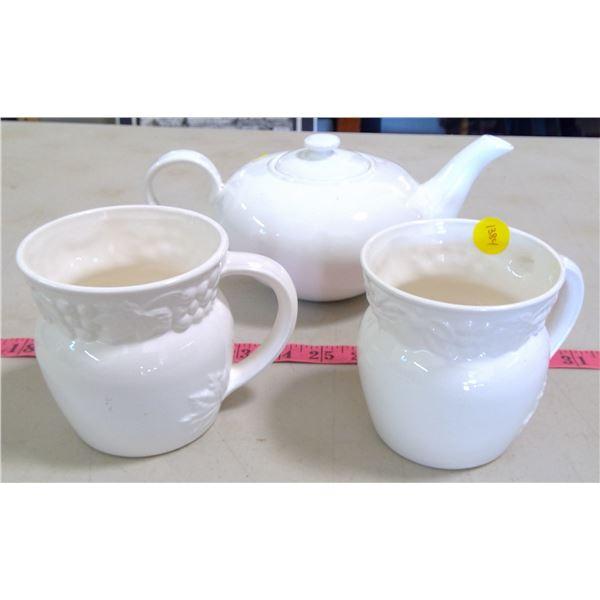 Teapot & 2 Matching Mugs